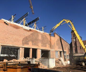 Démolition de la façade de l'ancienne verrière en rénovation